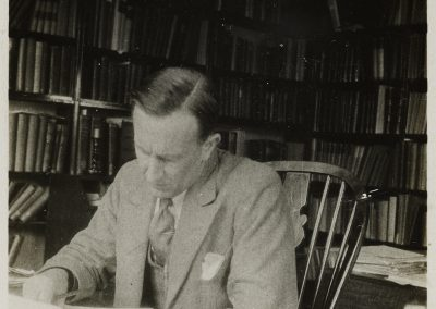 Tolkien working at desk (MS. Tolkien photogr. 5, fol. 94, © The Tolkien Trust 2015)